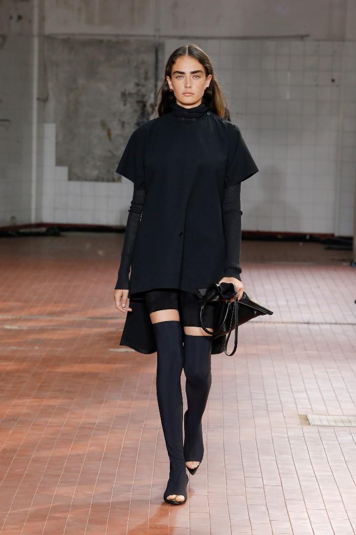 С чем носить короткое черное платье Jil Sander