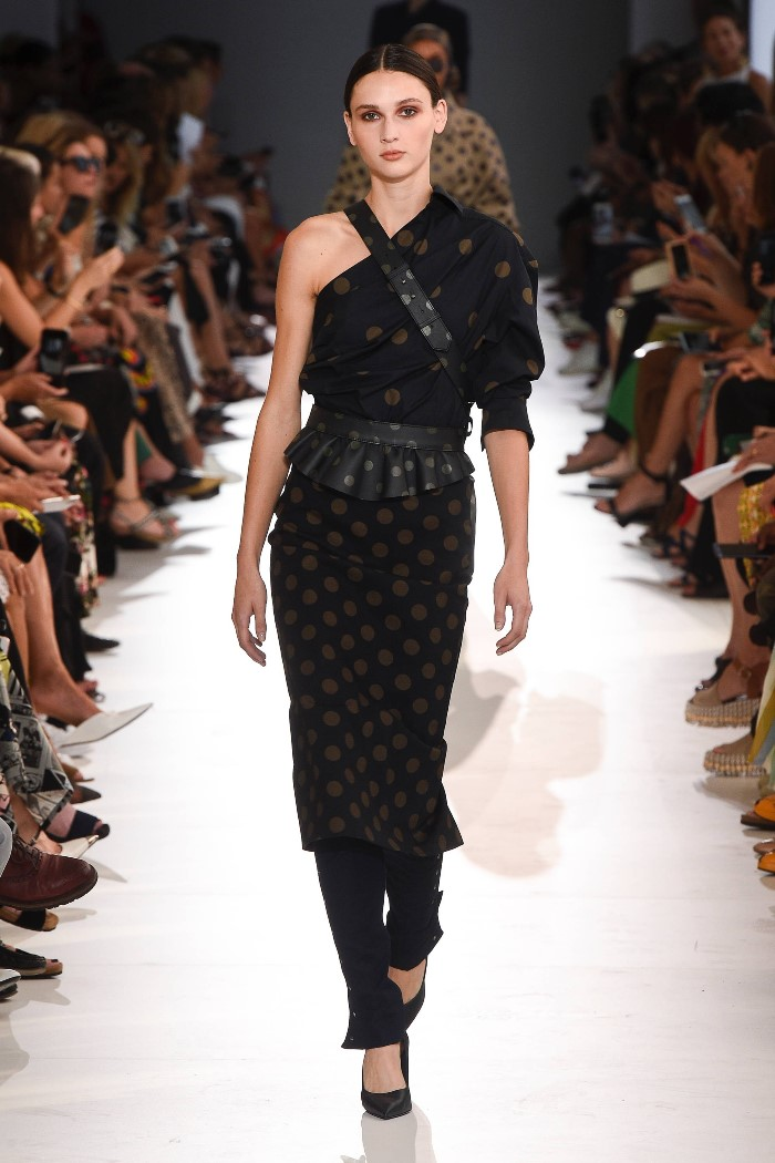 С чем носить черное платье в горошек Max Mara