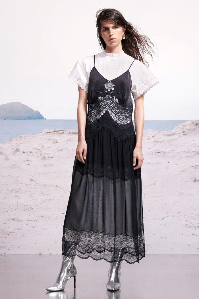 С чем носить черное платье-комбинацию Paco Rabanne