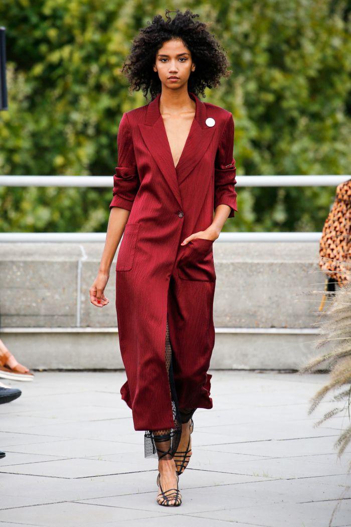 Модное красное платье Roland Mouret
