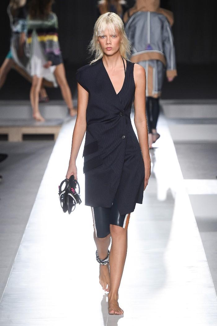 С чем носить черное платье-пиджак Sportmax