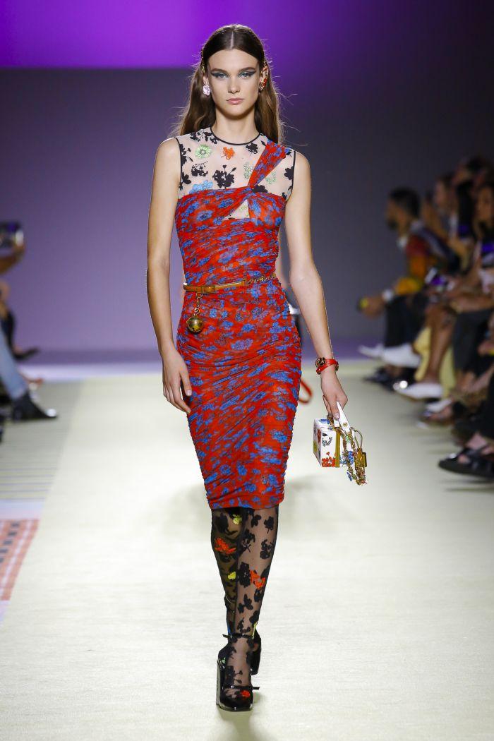 Модное красное платье Versace