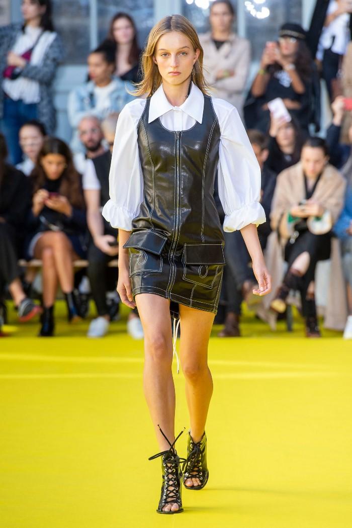 С чем носить черное кожаное платье Victoria Tomas