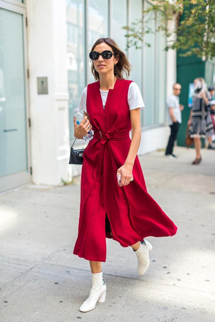 С чем носить модное красное платье в сезоне 2019 - 2020