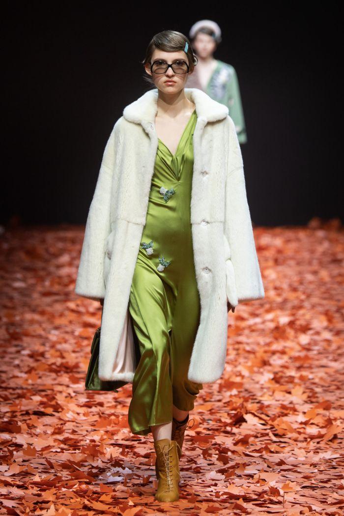 Атласное зеленое платье Alena Akhmadullina