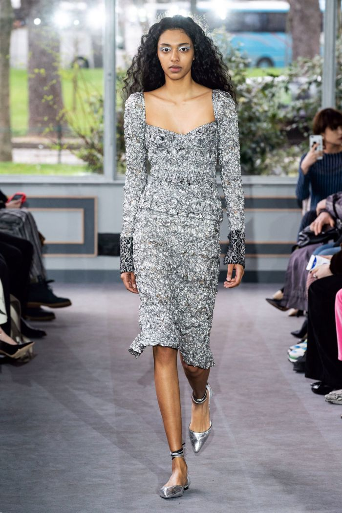 С чем носить модное серое платье. Образ из коллекции Anaïs Jourden