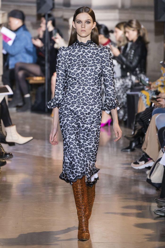 Модное серое платье Andrew Gn