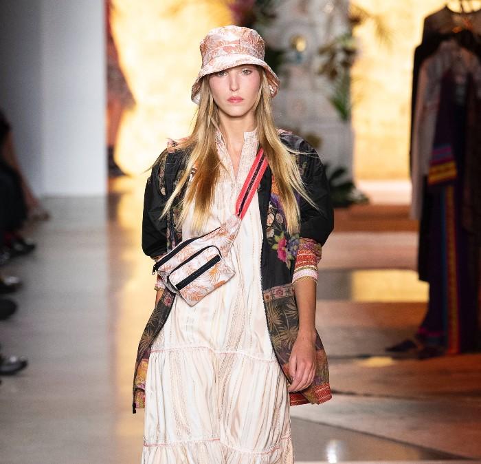 Спортивная поясная сумка Anna Sui