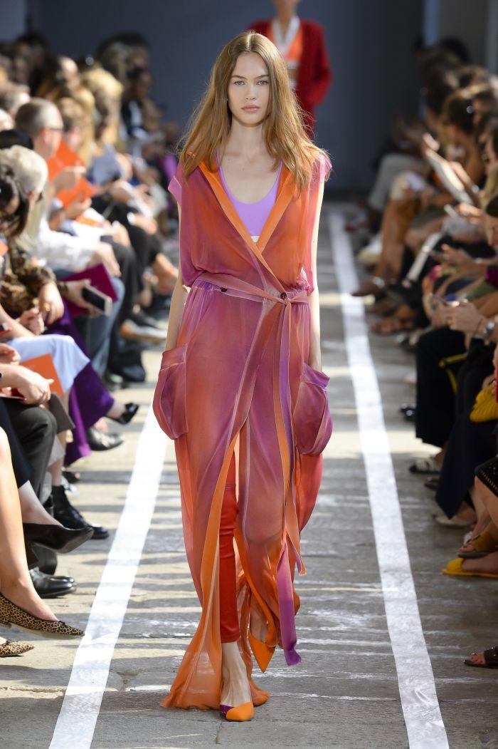 С чем носить оранжевое платье. Образ из новой коллекции Blumarine