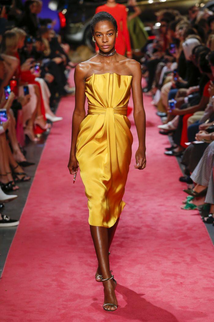 Желтое платье Brandon Maxwell