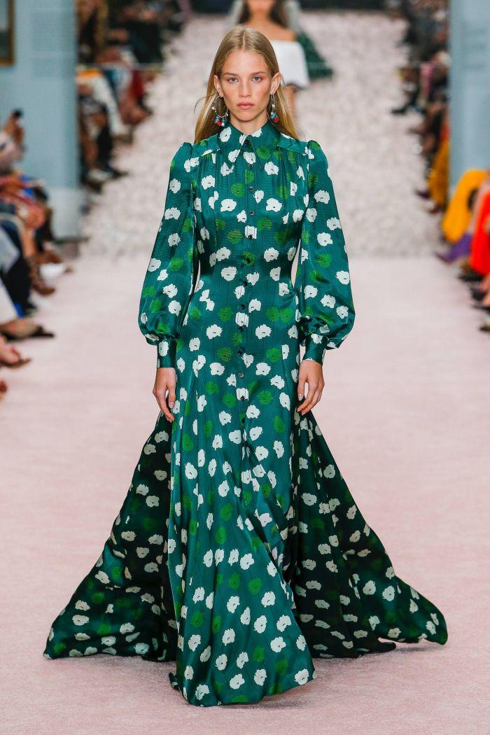 зеленое платье с белым принтом Carolina Herrera