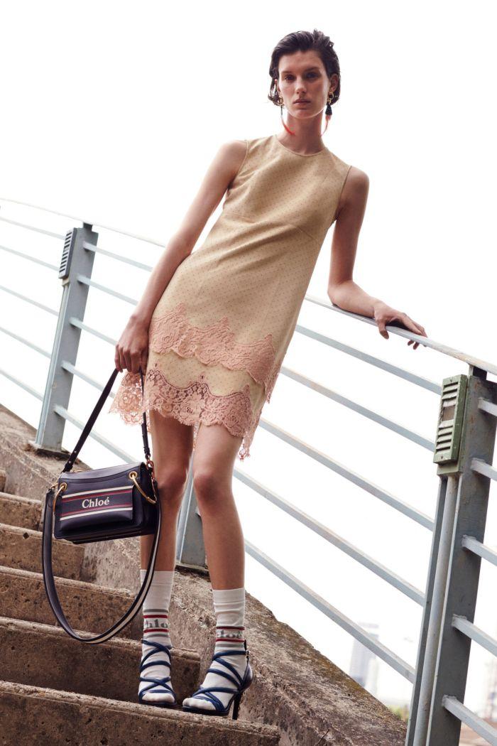 Бежевое платье с кружевом Chloé