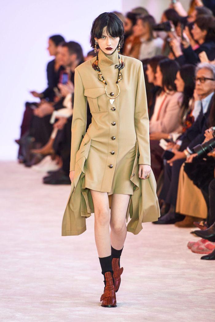 Бежевое платье-пиджак Chloé