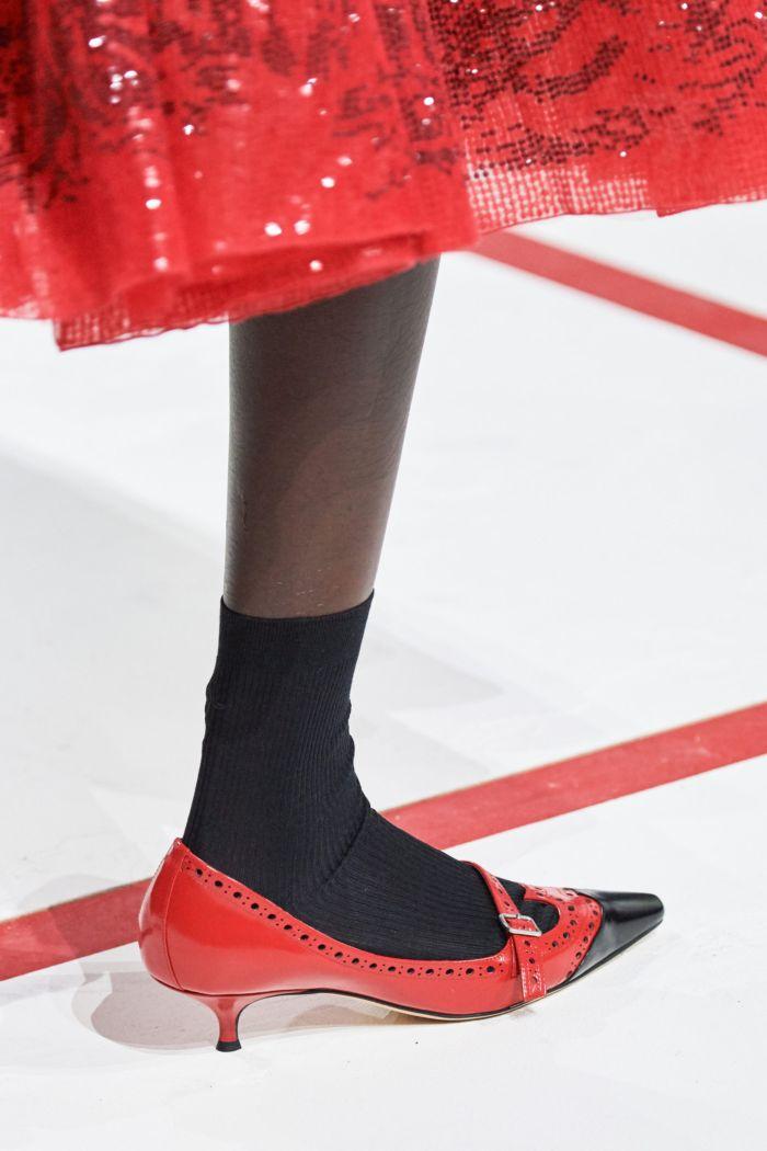 Модная обувь к коралловому платью Christian Dior