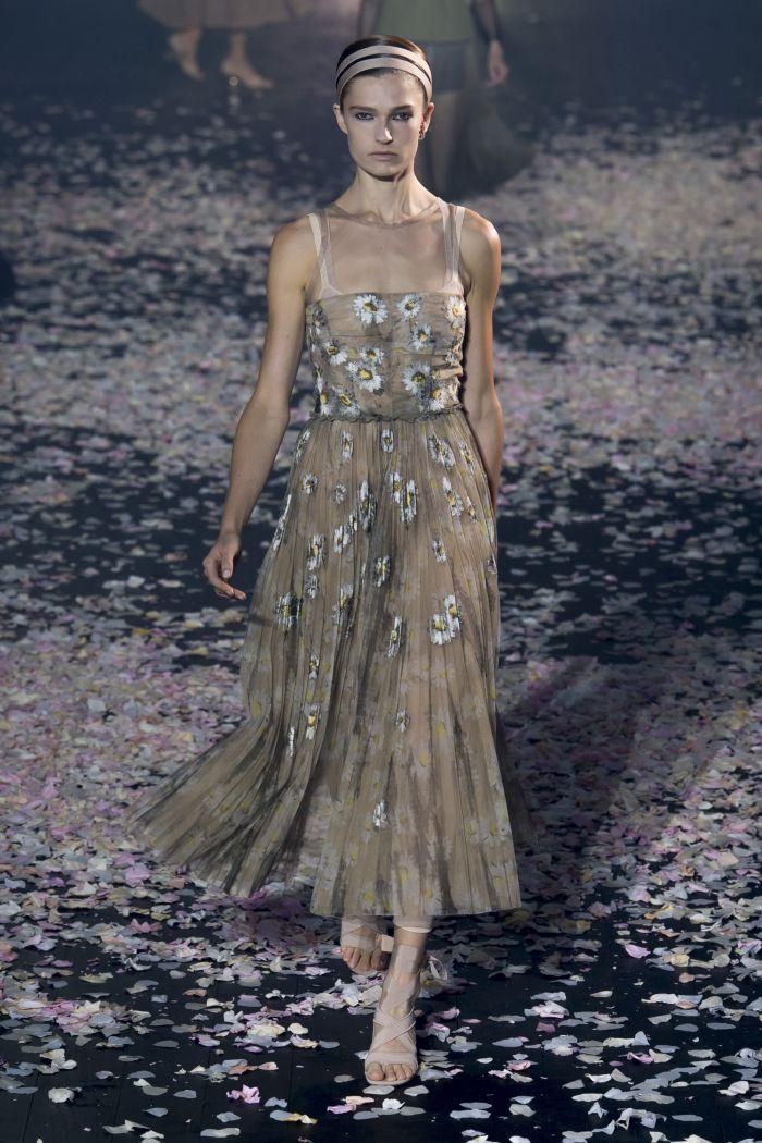 Прозрачное бежевое платье с цветами Christian Dior