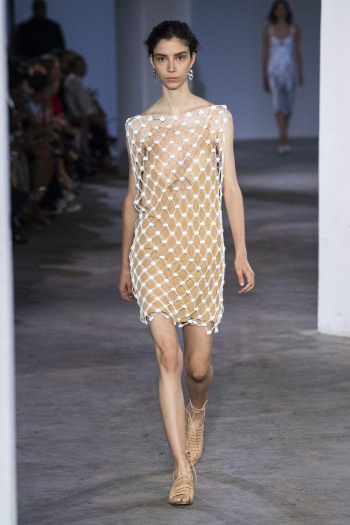 Модное бежевое платье-сетка Dion Lee