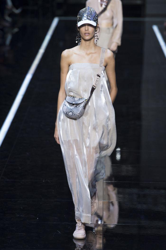 Модное серое платье Emporio Armani