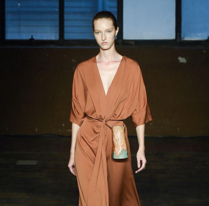 Модная поясная сумка-мешок Erika Cavallini