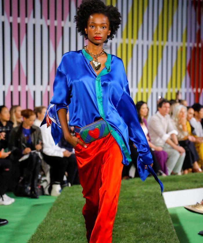 Модная поясная сумка с брюками Escada