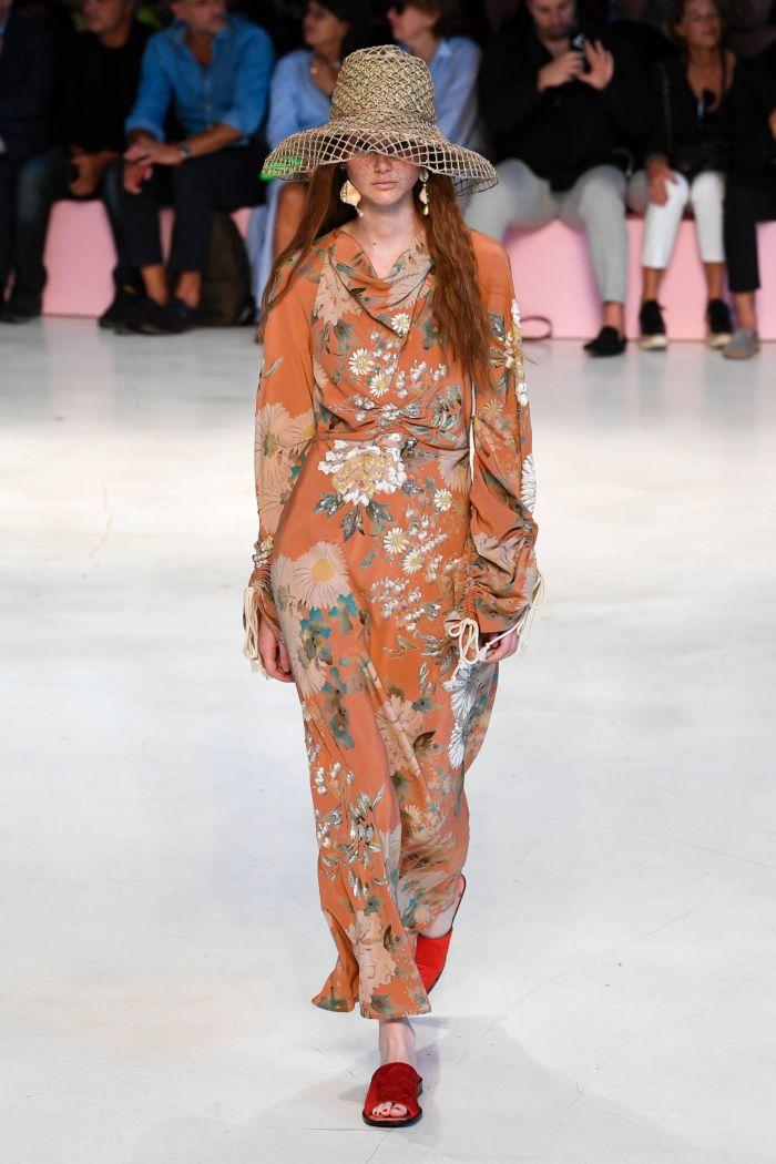 Оранжевое платье с цветами Etro