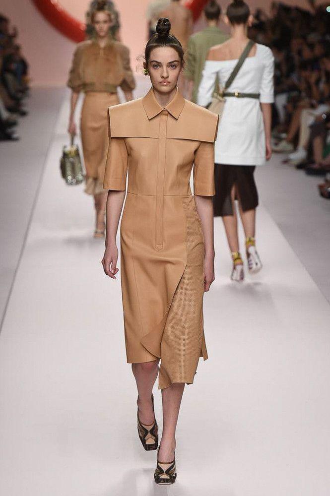 Можное бежевое кожаное платье Fendi