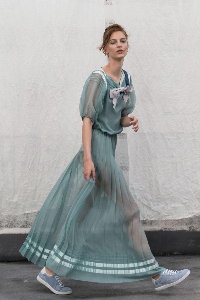 С чем носить зеленое платье. Образ из коллекции Giorgio Armani