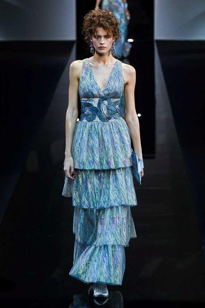 Голубое платье Giorgio Armani