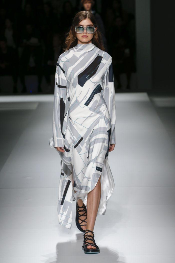Бело-серое платье Hugo Boss