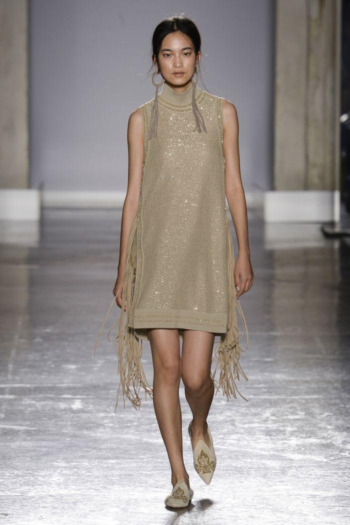 Короткое прямое бежевое платье Les Copains