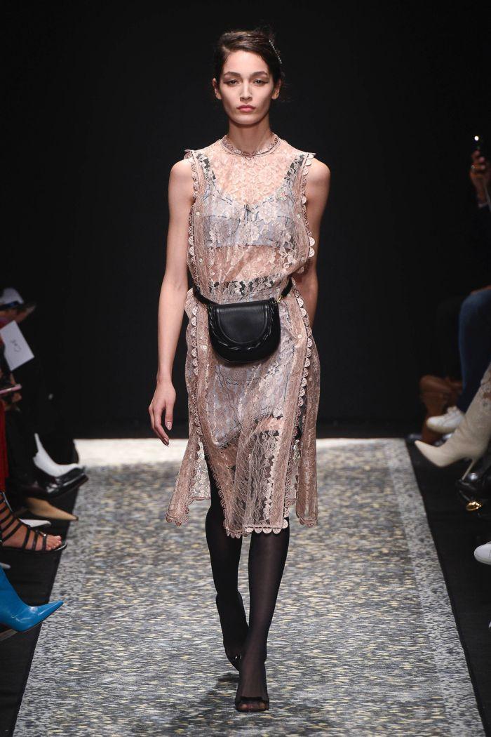 Бежевое кружевное платье Marco de Vincenzo