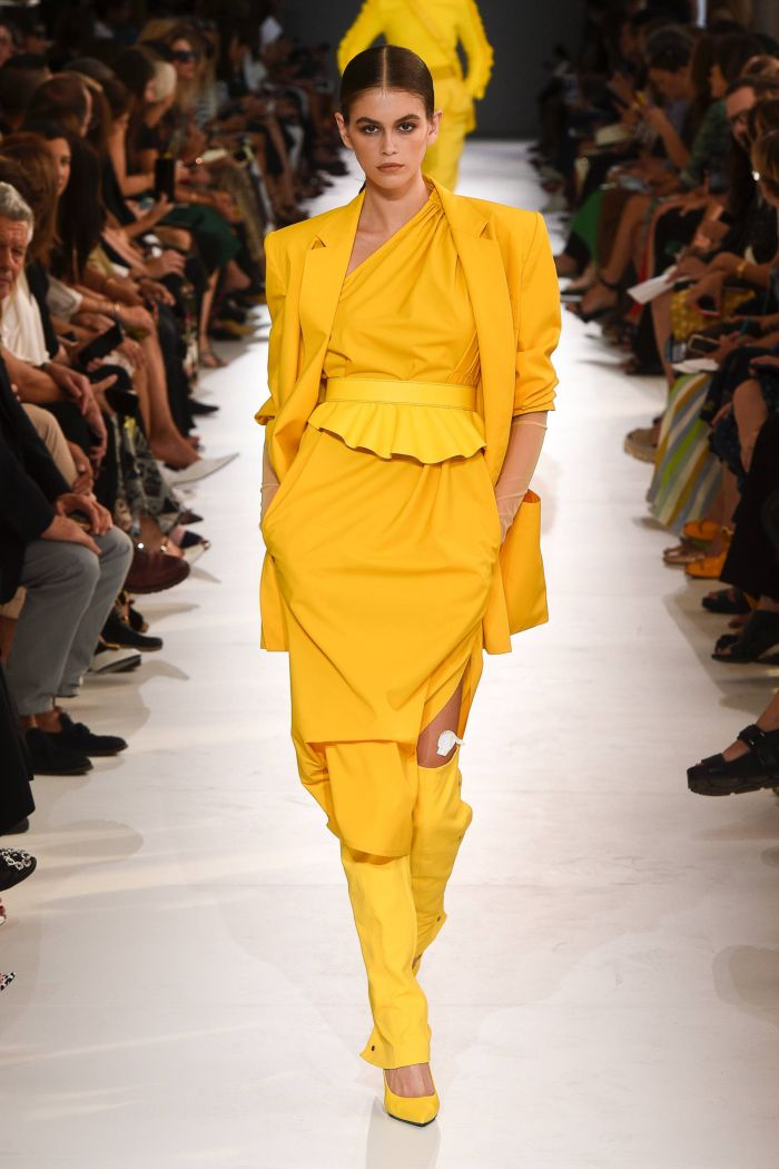 Модное желтое платье Max Mara