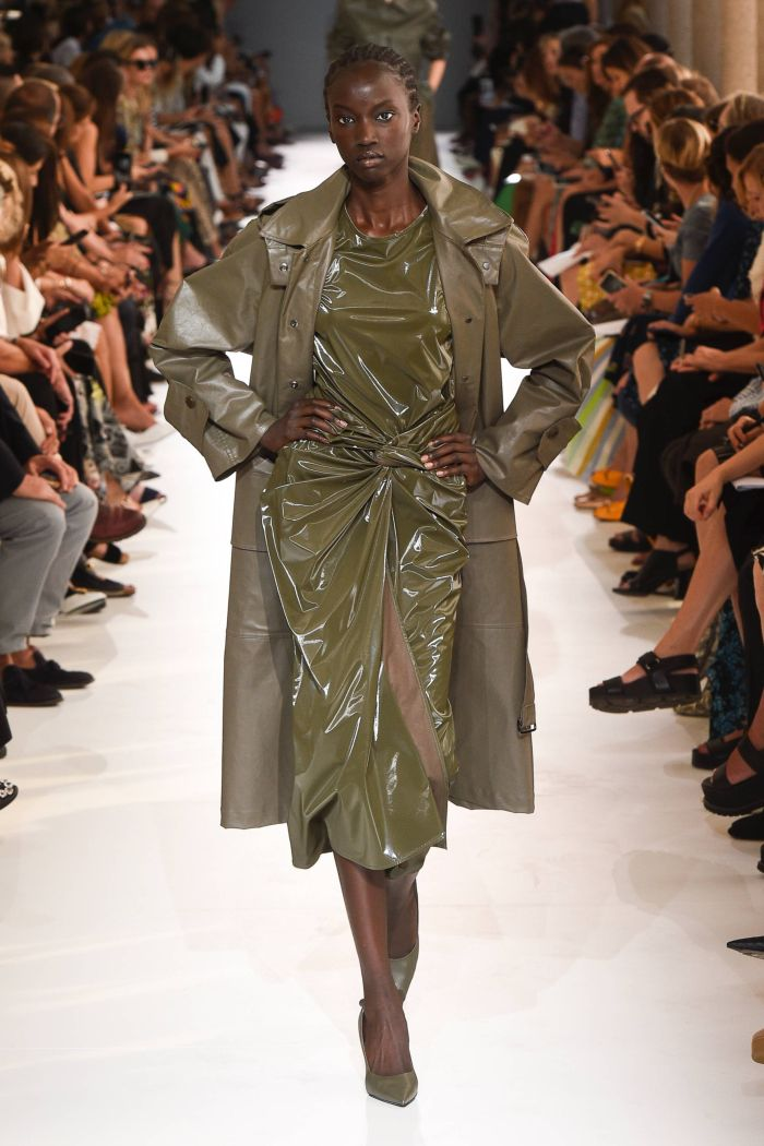 Модное зеленое платье Max Mara