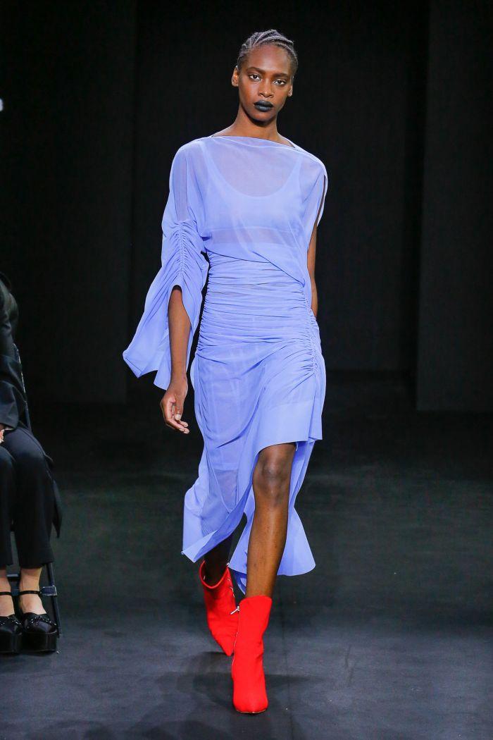 С чем носить модное голубое платье. Коллекция Mugler