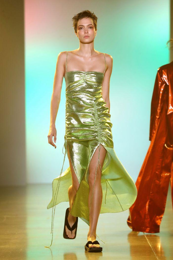 Модное зеленое платье Priscavera