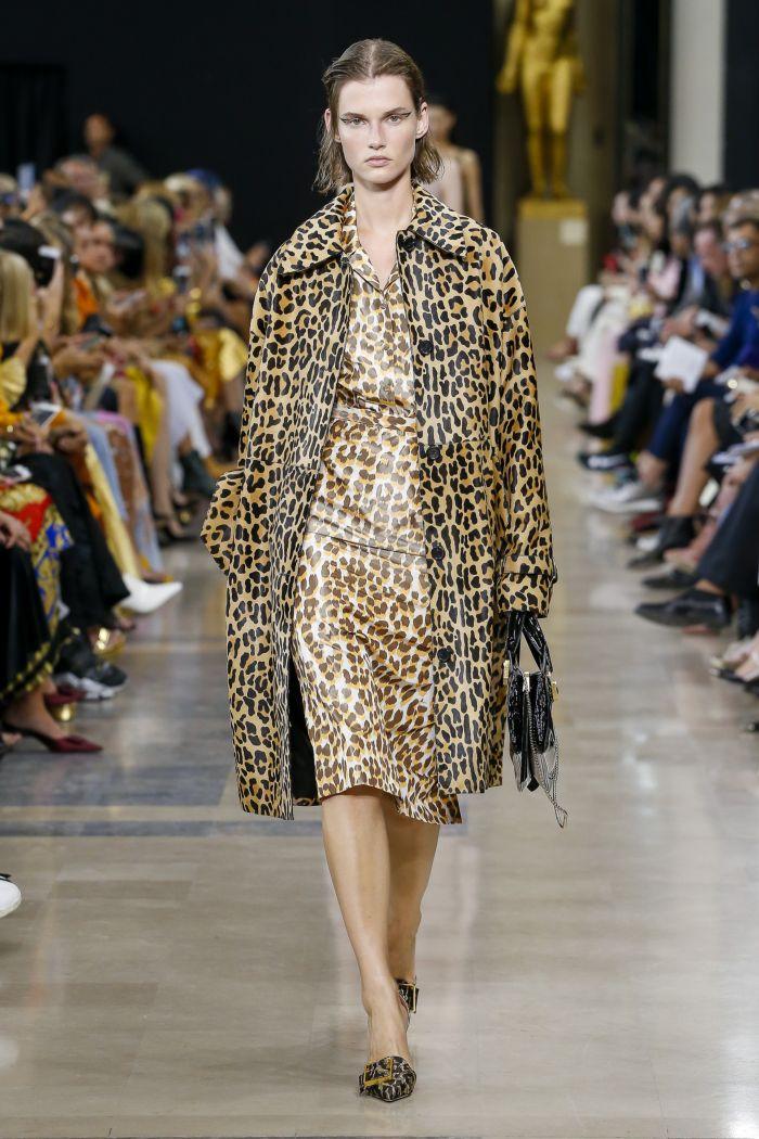 Модное бежевое платье с леопардовым принтом Rochas