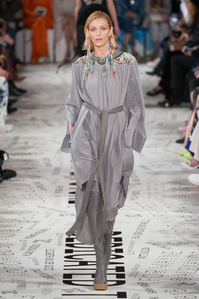 С чем носить модное серое платье. Образ из коллекции Stella McCartney
