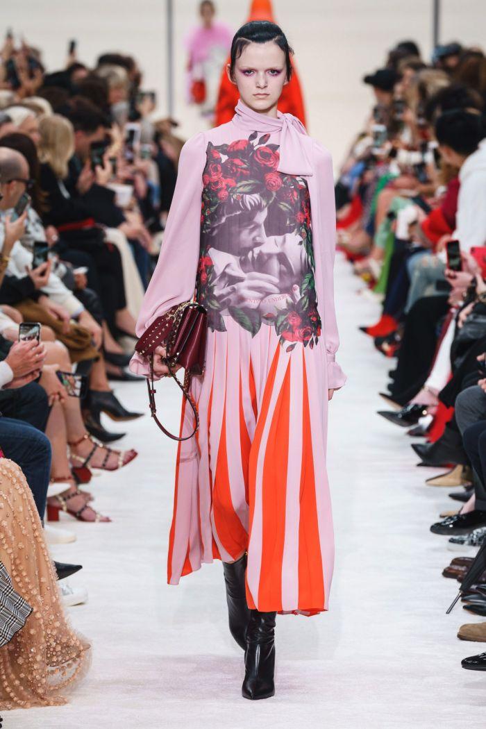 Розово-оранжевое платье Valentino