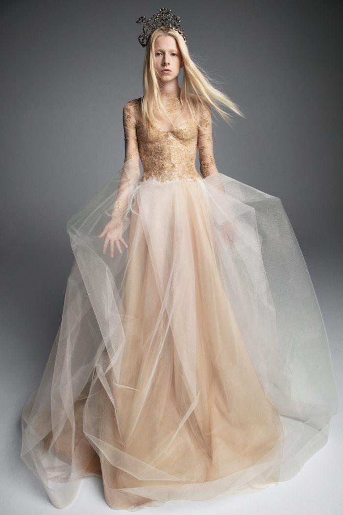 Бежевое платье Vera Wang