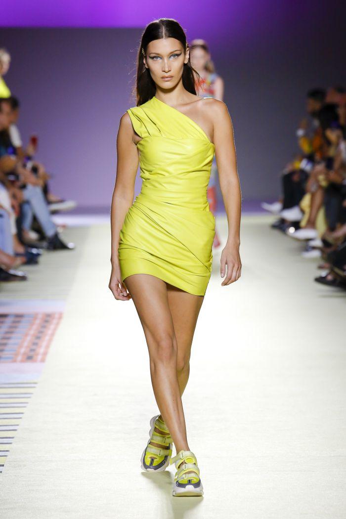 Модное желтое платье Versace