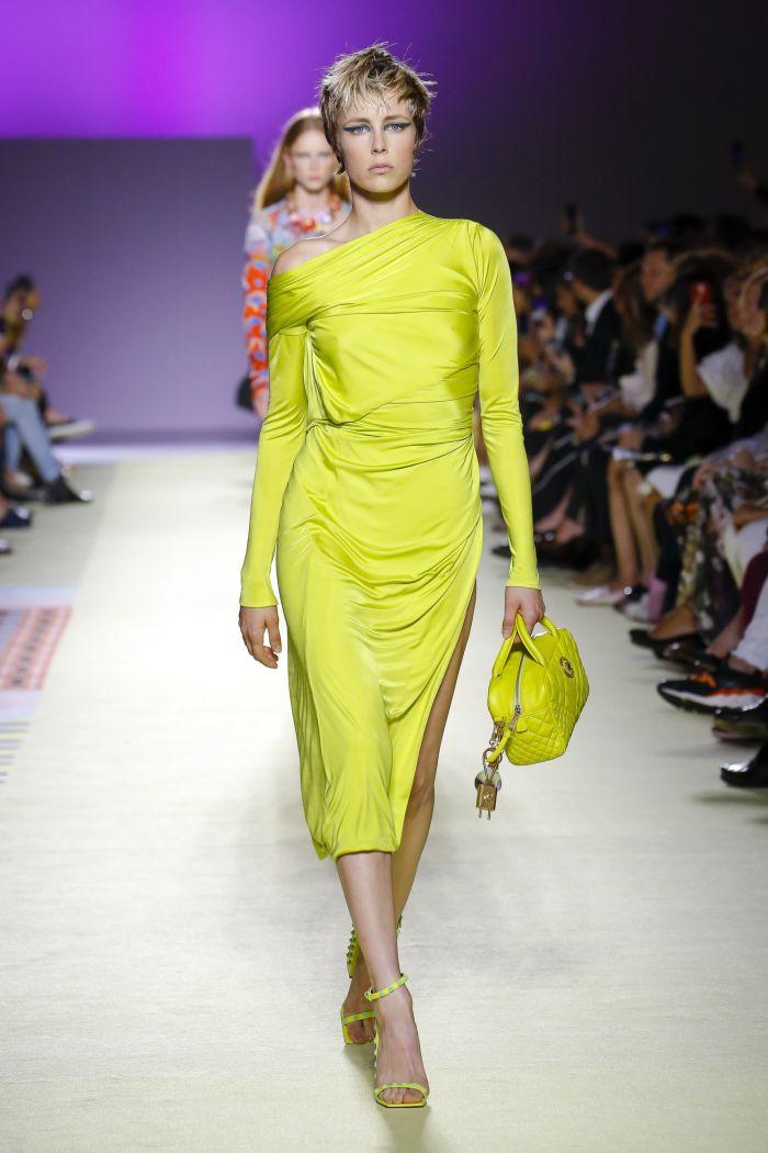 Модное зеленое платье Versace
