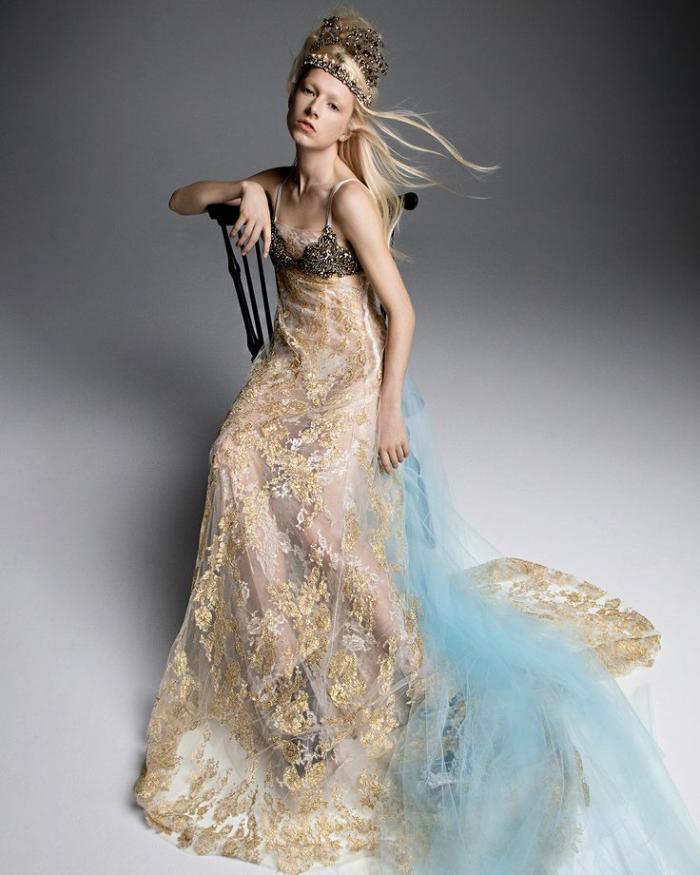 Голубое платье 2019