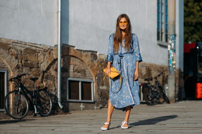 Голубое платье - модные новинки 2019 года