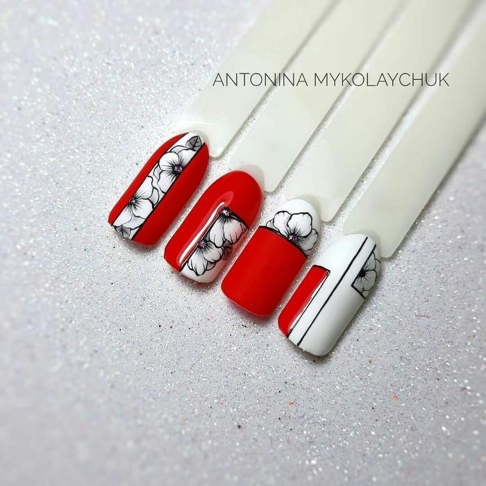 Модный красный маникюр с цветами