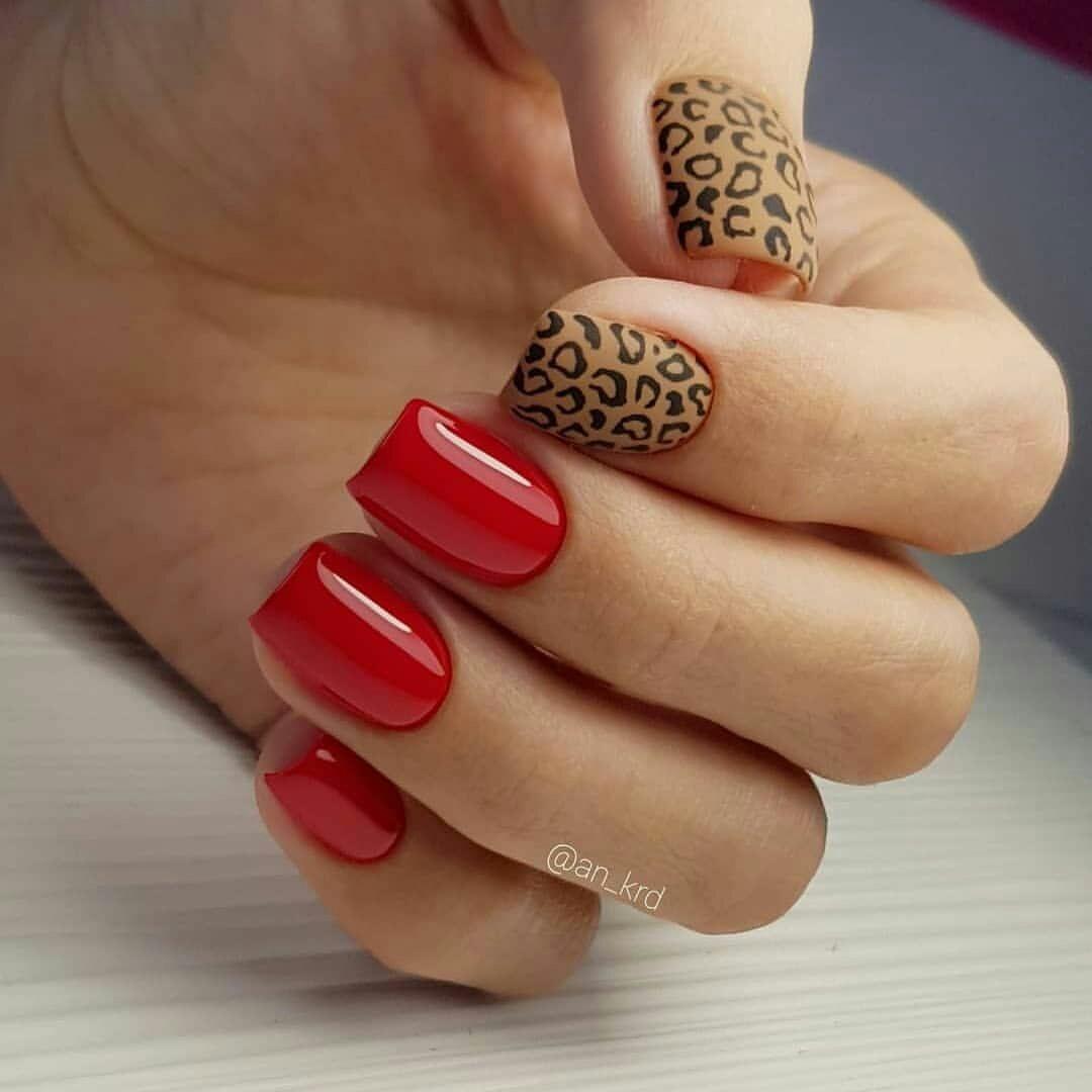 Модная тенденция красного маникюра - сочетание с леопардовым принтом