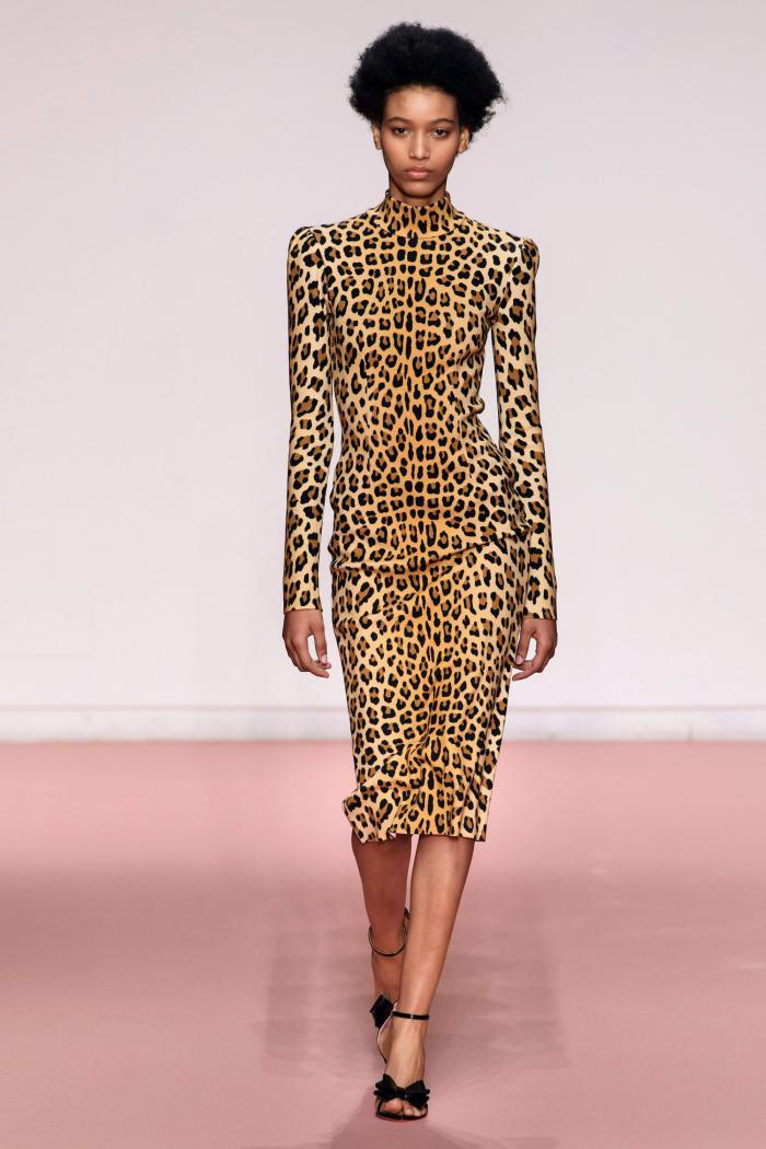Модное леопардовое платье 2019: с чем носить?