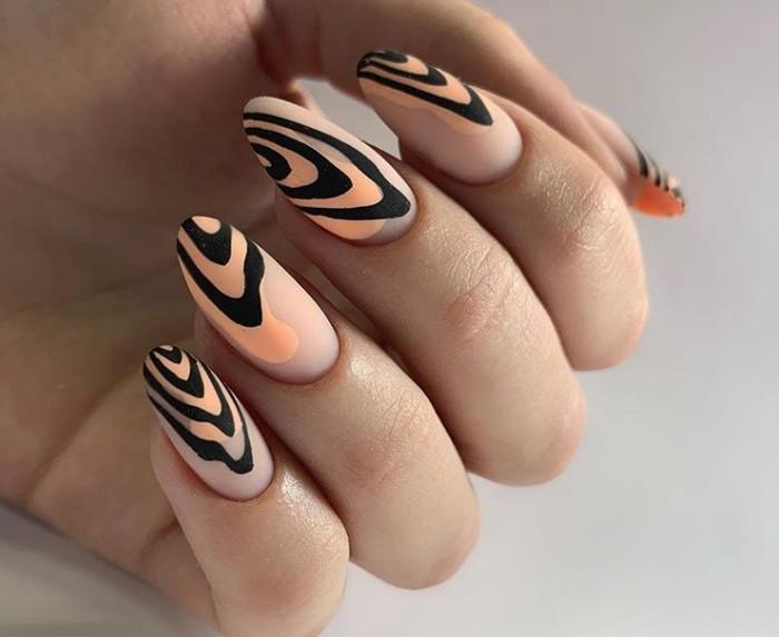 Модный принт на ногтях