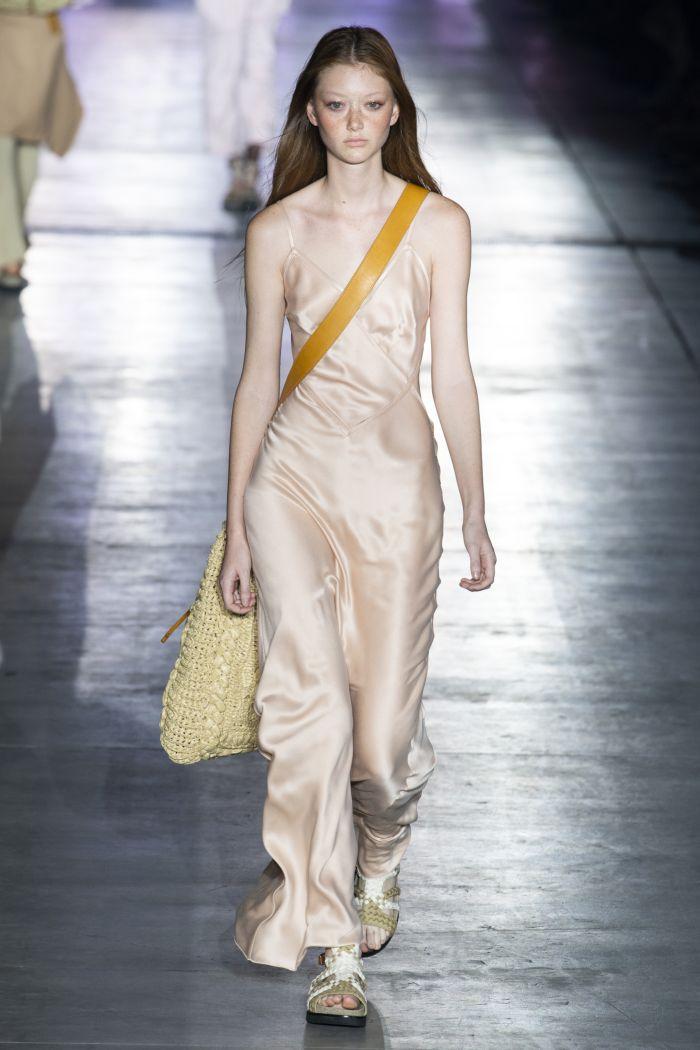 Бежевое платье-комбинация Alberta Ferretti