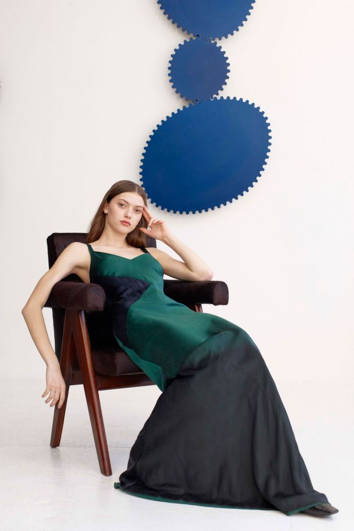 Модное изумрудное платье Alejandra Alonso Rojas