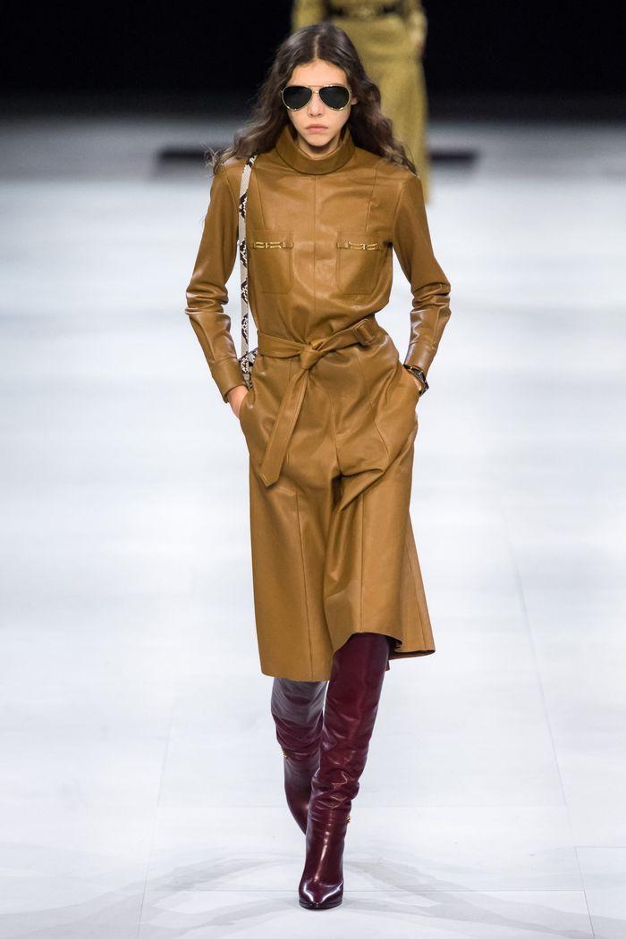 Коричневое платье из кожи Celine