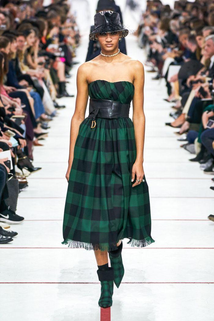 Модное изумрудное платье Christian Dior